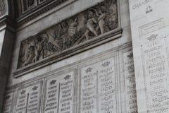 Namen auf Arc de Triomphe Stockfotos