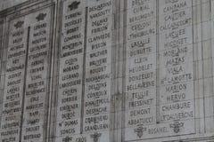 Namen auf Arc de Triomphe Lizenzfreie Stockfotografie