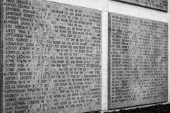 Namen van Tweede wereldoorlogslachtoffers op een huldemuur in Floren Royalty-vrije Stock Foto's