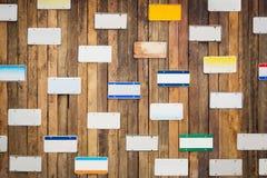 Namensschild auf hölzerner Wand Lizenzfreie Stockbilder