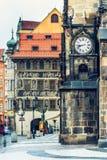 Namesti van Staromestske en de Oude Muur van het Stadhuis in Tsjechisch Praag, Royalty-vrije Stock Foto's