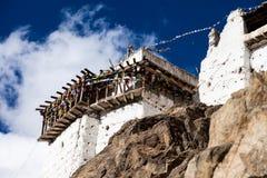 Namgyal Tsemo Gompa,佛教徒修道院在日落的Leh与剧烈的天空。拉达克,印度。 库存照片