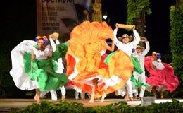 Namiętna taniec grupa od Kolumbia przy folkloru festiwalu sceną, Varna Bułgaria obraz stock