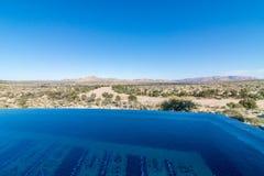 Namiba-Landschaft mit Unendlichkeitspool stockfotos