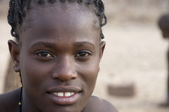 Namibië - een jonge Himba-vrouw royalty-vrije stock foto