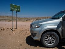 Namibia, Listopad - 30, 2016: Przygody wycieczka samochodowa przez rockowego góra krajobrazu przez trasy C14 pasjans z Toyota For Fotografia Stock