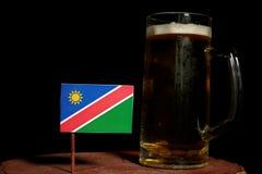 Namibijska flaga z piwnym kubkiem na czerni Zdjęcia Royalty Free