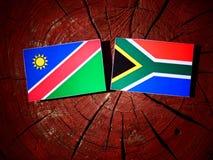Namibijska flaga z południe - afrykanin flaga na drzewnym fiszorku odizolowywającym Zdjęcie Royalty Free