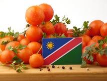 Namibische Flagge auf einer Holzverkleidung mit den Tomaten lokalisiert auf einem Whit Stockbilder