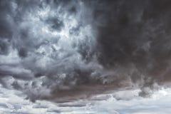 Namibischer Wüstensturm, extrem drastischer Himmel stockfoto