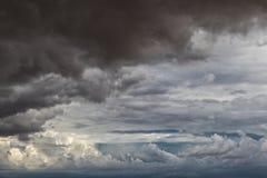 Namibischer Wüstensturm, extrem drastischer Himmel stockfotografie