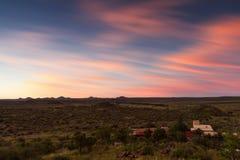 Namibisches Ackerland bei Sonnenuntergang Stockfotos