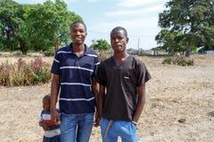 Namibiska pojkar med småbarnet arkivbilder