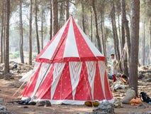 Namiot królewiątko Jerozolima w obozie uczestnicy odbudowa rogi Hattin bitwa w 1187 blisko TIberia Fotografia Stock