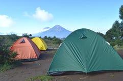Namiotowy camping na górze Zdjęcia Royalty Free