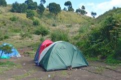 Namiotowy camping na górze Obraz Royalty Free