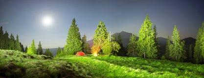 Namiotu i cyklisty noc Zdjęcie Stock