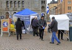 Namioty dla politycznej agitaci na kwadracie w centrum Helsinki Zdjęcie Stock