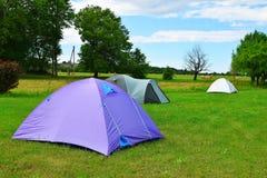 Namioty na łące obrazy royalty free
