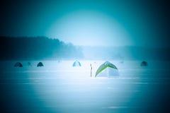 Namioty na śnieżystym polu blisko lasu Zdjęcie Royalty Free