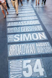 Namn av Broadway teatrar på Times Square i New York City royaltyfri fotografi