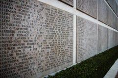 Namn av olycksoffer för andra världskrig på en hedersgåvavägg i Floren arkivfoto