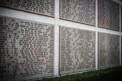 Namn av olycksoffer för andra världskrig på en hedersgåvavägg i Florence arkivfoton