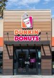Namn för Dunkin Donutsändringar till Dunkin endast arkivfoton