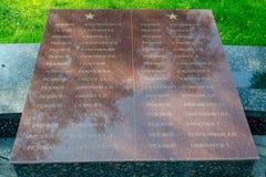 Namnen av de som begravas i massgraven av soldater på den minnes- vinnande härligheten i Greaen Royaltyfri Foto