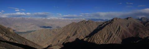 NamnungLa通行证在喜马拉雅山 库存图片