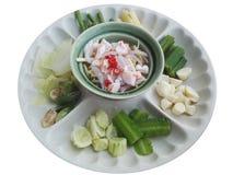 Namphrik-Soße der Garnelenpaste und des Paprikas, gegessen mit Gemüse und Fischen lizenzfreie stockbilder