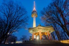 Namsan góra, Seul wierza przy nocą w Seul, Południowy Korea Zdjęcie Stock