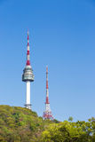 Namsan parkerar och tornet för N Seoul Arkivfoton