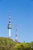 Namsan parkerar och tornet för N Seoul Arkivbild