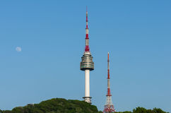 Namsan-Turm und die blauen Himmel oben in Seoul, Südkorea stockfoto