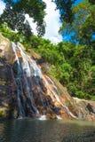 Namuang vattenfall av Koh Samui Island Thailand Arkivfoto