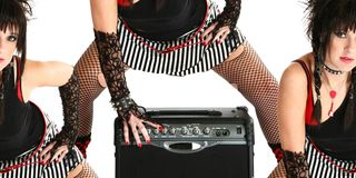 Nana de culbuteur avec la guitare ampère Images libres de droits