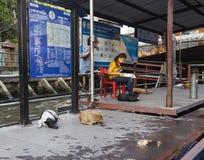 Nana fartygstation på den Khlong kanalen i Bangkok Royaltyfria Bilder