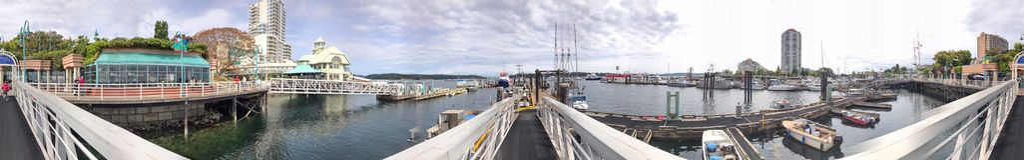 NANAIMO, ΚΑΝΑΔΑΣ - 14 ΑΥΓΟΎΣΤΟΥ 2017: Λιμάνι πόλεων με τους τουρίστες ν Στοκ Εικόνες