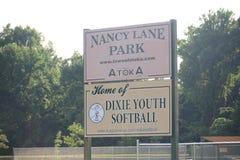 Nancy Lane Park Home van Dixie Youth Softball, Atoka, TN stock foto's