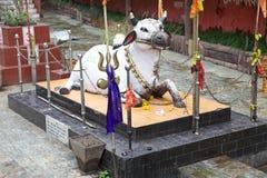 Nandi-Statue an Kirateshwar-mahadev Tempel, Legship, West-Sikkim, Indien Stockfotos