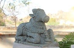 Nandi Stone si trova all'aperto museo in Hampi, India Pietra s immagine stock libera da diritti