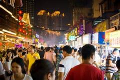 NANNING, КИТАЙ - 9-ОЕ ИЮНЯ 2017: Wi улицы закуски Nanning Zhongshan стоковое фото