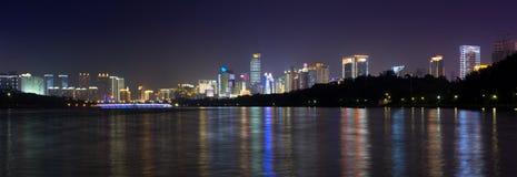 NANNING, CHINA - SEPTEMBER 18: Mening bij de moderne commerciële stad Stock Foto's