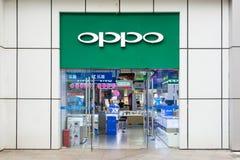 NANNING CHINY, CZERWIEC, - 9, 2017: OPPO elektronika sklep, otwiera dla b zdjęcia royalty free