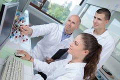 Nanotechnologieinternen in laboratorium royalty-vrije stock afbeeldingen