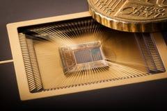 Nanotecnologia da escala do microchip Fotografia de Stock Royalty Free