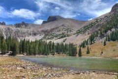 Nanovolt-großes Becken-nationale Park-Apine See-Spur Stockbilder