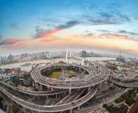 Вид с воздуха моста nanpu Шанхая в заходе солнца Стоковая Фотография RF