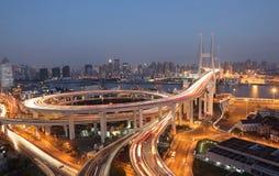 Nanpu Brücke nachts Stockbild